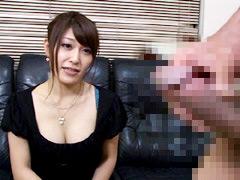 【エロ動画】欲求不満の人妻に勃起チンポを見せるとどうなる!?4のエロ画像
