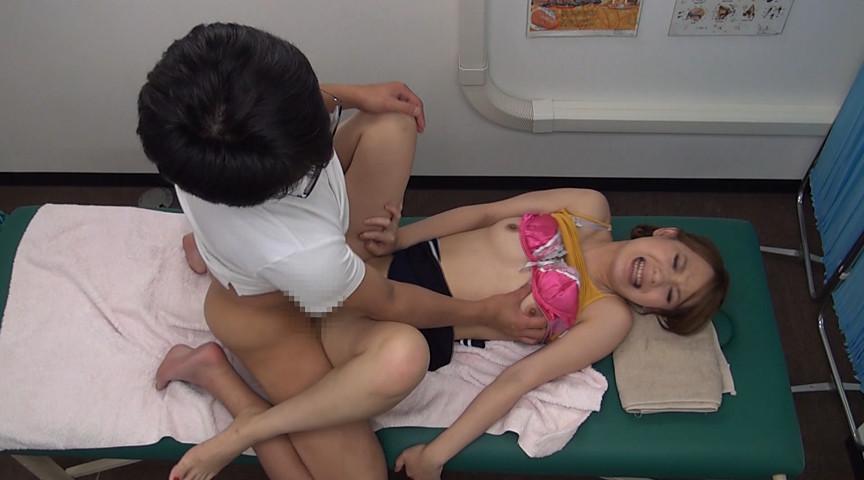 整体院で尿意を激しく催すツボを押されて小便を漏らしちゃった女性客の羞恥心を利用してハメる!