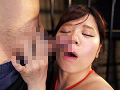 【エロ動画】臭いチンカスち○ぽの匂いに興奮し鼻コキする変態女のエロ画像