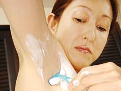 【エロ動画】お母さんの剃りあとのエロ画像