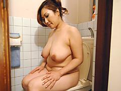お母さんの放尿6