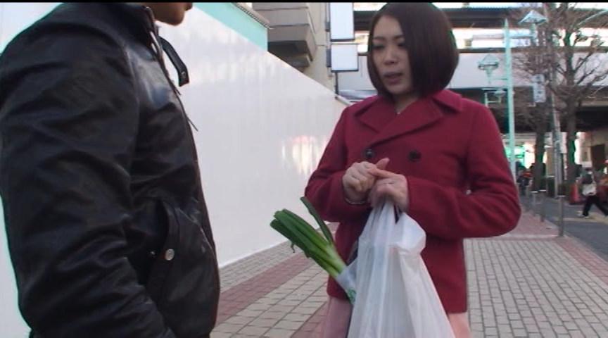 素人若妻ガチナンパ4時間スペシャル ~厳選!ドスケベ奥さま編~ の画像1