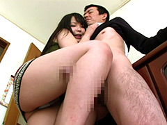 【エロ動画】極上の太腿にち○ぽをシゴかれて思い切りドピュ!のエロ画像