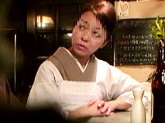 【エロ動画】小料理屋の美人ママを口説いてハメようの人妻・熟女エロ画像