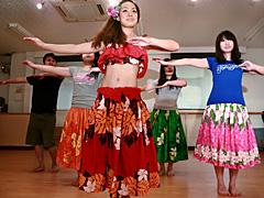 【エロ動画】フラダンスを習ってる女性は本当にエロいのかのエロ画像
