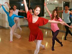 【エロ動画】美人で有名なバレエ教室の先生を口説いてハメ!3のエロ画像