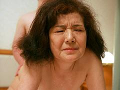 【エロ動画】鶯谷で発見!関東第2位の高齢ホテヘル嬢がいたの人妻・熟女エロ画像