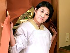 【エロ動画】艶めかしいうなじがソソる小料理屋の美人女将とヤリたいのエロ画像