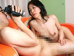 【エロ動画】ヌードカメラマンの息子と近●相姦したい母のエロ画像