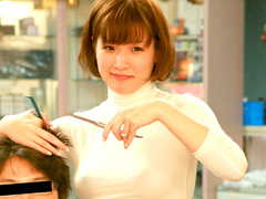 【エロ動画】乳首が見え隠れしているセクシーな美容師9人!のエロ画像