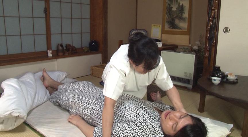 フェラチオをしてくれる按摩師のおばあちゃんを発見!