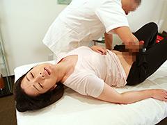 【エロ動画】熟女が通うスポーツマッサージ店のSEX盗●映像が流出の人妻・熟女エロ画像