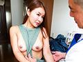 配達員を挑発してセックスに誘うスケベな奥さま(1) 舞