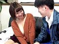 配達員を挑発してセックスに誘うスケベな奥さま(2) 尚子