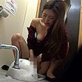桜祭り会場仮設トイレ内オナニー盗撮サムネイル