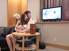 【エロ動画】初対面の素人夫婦がスワッピングゲームに挑戦!のエロ画像