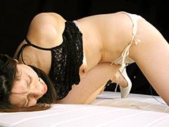 人妻の母乳と淫らな排尿