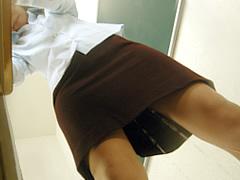 教壇で漏らした女教師