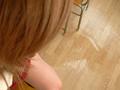激尿と恍惚に浸る少女
