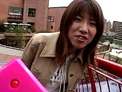 [露出動画]プールクラブのリモバイ恥女3-画像1
