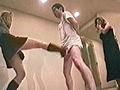 手足を抑えつけられ蒸れた足で男の顔を踏みつける