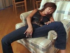 【エロ動画】人妻専科 ミセスジーンズ 坂口令奈の人妻・熟女エロ画像