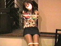 【エロ動画】ミニスカート・ボンデージのエロ画像