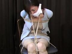【エロ動画】危機に陥った美人秘書 飯倉由衣の苦悩のエロ画像