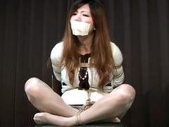 【エロ動画】危機に陥った美人秘書 赤坂奈菜の苦悩のエロ画像