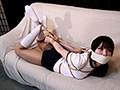体操着姿の『小口美央』ちゃんが、口をテープで塞がれ、ソファーの上で全身を緊縛されている。手は後ろで縛られており、身動きが取れない。ブルマに食い込む縄や、いやらしい太ももは必見です。ぜひご堪能あれ。