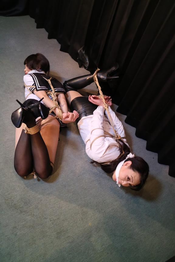 櫻乃春/烏丸まどか 危機に陥った女子校生と女諜報部員