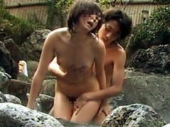 【エロ動画】混浴露天風呂で女の子とセックスできるのか!?のエロ画像