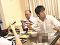 妻も母親も家族公認 宅配手コキ「朝射精サービス」サムネイル2