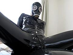 フェチ:Rubber Suit Lovers~gas mask anal rubber sex~