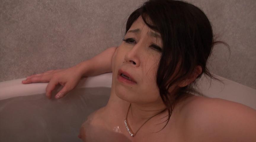 熟女レズ 防水バイブと双頭バイブ の画像4