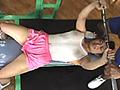 スポーツクラブにて…「ワタクシ、大学でキンニクを研究している者です」とウソをつき、お金をあげて素人女性に乳首・陰毛スケスケのトレーニングウェアで運動をシテ頂く、待望の第4弾!完全リアルバージョンにリニューアル!巧妙に裏地を外された、汗かけば透けるユニフォームは、ナマツバごっくんBODYの乳首やヘアーをどんどん晒してイクッ!恥ずかしがるのと裏腹に、トレーニングはどんどんハードになり…筋肉男(ルビ=バカ)たちは若いフェロモンに当然群がり、羞恥心は加速してゆく!逃げ込んだシャワーや日焼けマシンを狙って精子をブっかける不届き者。怒って帰った娘は、話を聞くフリをして…その先は、見てのお楽しみ!