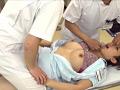 看護学校の実習で全裸にされ、オマ○コやお尻の穴まで男子に拭かれた私…! 1