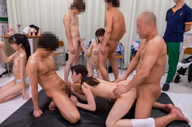 男女が体の違いを全裸になって学習する共学高校4