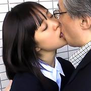 中年男と少女のしつこいキス【三和出版】