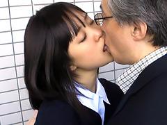 フェチ:中年男と少女のしつこいキス