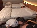 ホテルの女従業員を呼びだし勃起チ●コを見せつけると 15