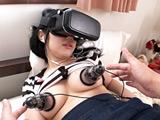 VRを見ながら乳首ローター使ってチクニーしている妹