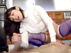 【エロ動画】官能若妻肉棒握りのエロ画像