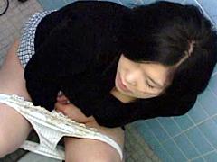 ハプニングトイレオナニー盗撮3 素人編