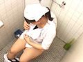給食センターで働くおばちゃんの尿検査用採取盗撮2