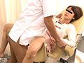 催眠ガスを嗅がせ昏睡した状態の女性患者たちを分娩台