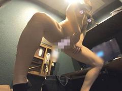 【着替え隠し撮り】現役美女子大生の美肌体拭きと着替え