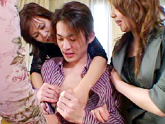 【エロ動画】集団痴熟女 セレブな人妻たちの暇ツブしのエロ画像