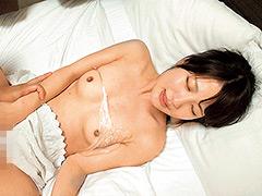 【エロ動画】うすーいラップ1枚被せて童貞君に素股ピストン練習のエロ画像