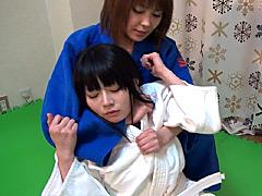 キャットファイト:女子柔道 絞め落としレズビアン